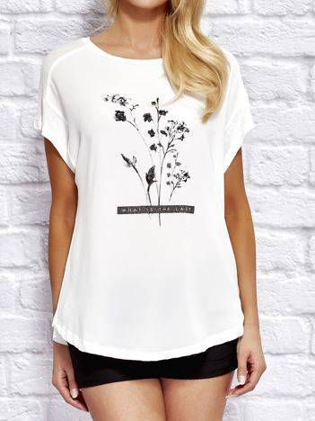YUPS Biały t-shirt z kwiatowym nadrukiem