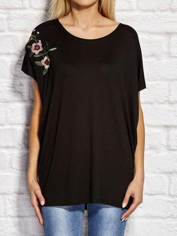 YUPS Czarna bluzka z kwiatowym haftem