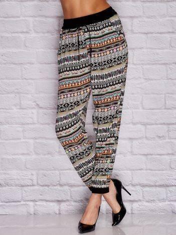 YUPS Czarne materiałowe spodnie w etniczne wzory