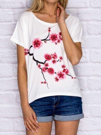 YUPS Ecru t-shirt z motywem kwitnącej wiśni