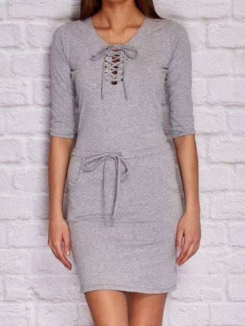 YUPS Szara sukienka dresowa z wiązanym dekoltem