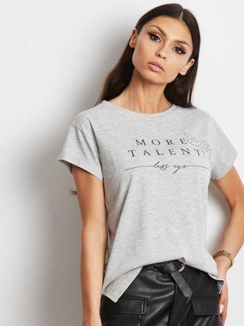 YUPS Szary t-shirt z napisem MORE TALENT LESS EGO