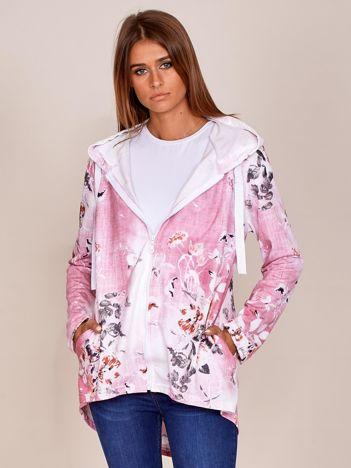 Zapinana różowa bluza w kwiaty z kapturem i dłuższym tyłem