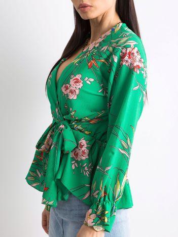 Zielona bluzka w kwiaty z falbaną