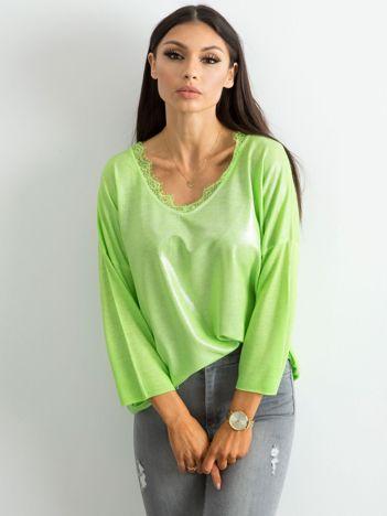Zielona bluzka z delikatnym połyskiem