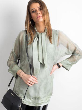 Zielona bluzka z wiązaniem