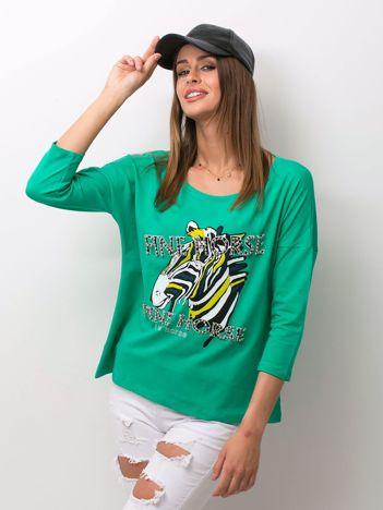 Zielona bluzka z zwierzęcym nadrukiem i perełkami