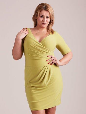 Zielona drapowana sukienka z kopertowym dekoltem PLUS SIZE