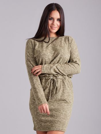 Zielona sukienka z długim rękawem