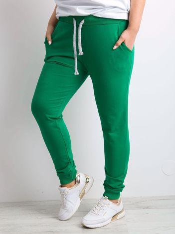 Zielone spodnie dresowe PLUS SIZE