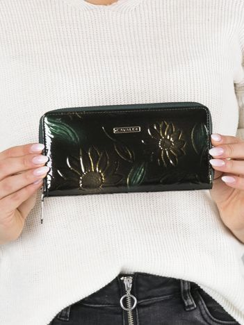 Zielony portfel damski w kwiaty