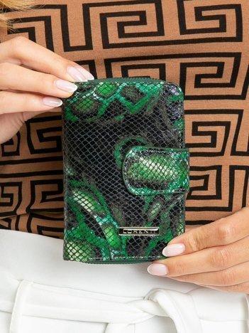 Zielony portfel skórzany we wzory