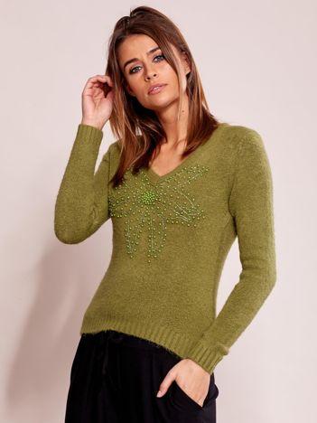 Zielony sweter z koralikami