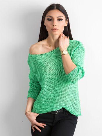 Zielony sweter z metaliczną nicią
