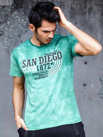 Zielony t-shirt męski z tekstowym printem