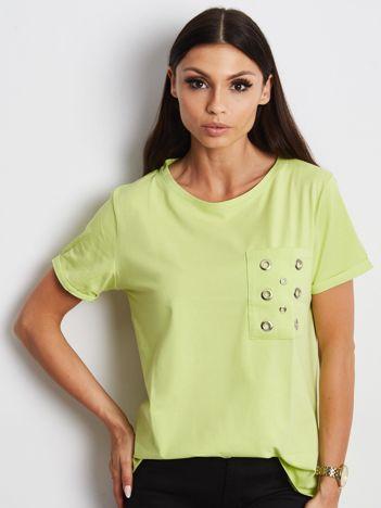 Zielony t-shirt z ażurową kieszenią