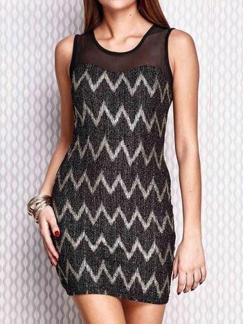 Złota sukienka w geometryczne wzory