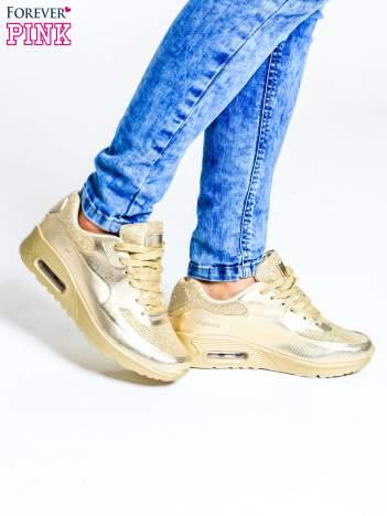Złote buty sportowe na podeszwie z poduszką powietrzną