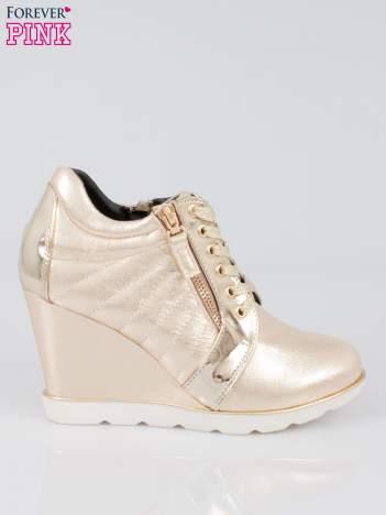Złote sneakersy damskie Martie na traktorowej podeszwie