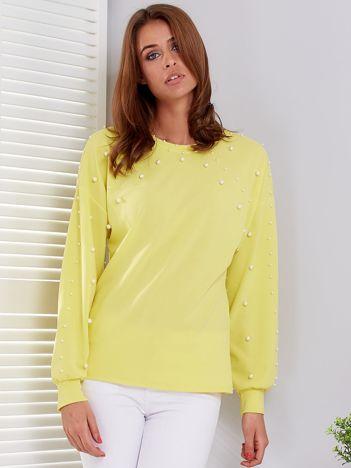 Żółta bluzka ozdobiona perełkami