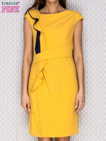Żółta sukienka koktajlowa z falbaną