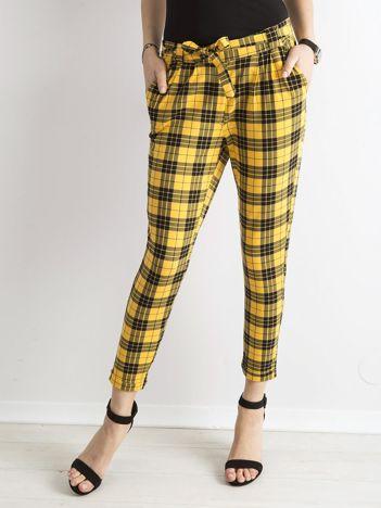Żółte spodnie w kratkę