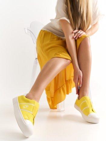 Żółte tłoczone trampki z białymi wstawkami, gumką  z przodu i nadrukiem