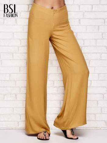 Żółte zwiewne spodnie typu palazzo