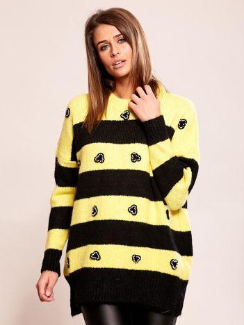 Żółty sweter w paski z aplikacją