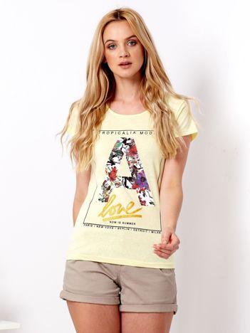 Żółty t-shirt z kwiatową literą A