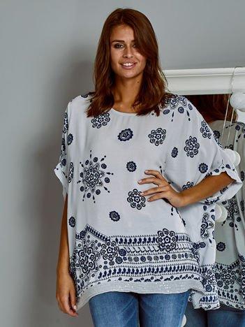 Zwiewna bluzka oversize z folkowym wzorem jasnoszara