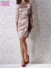 Beżowa sukienka z bordową kokardą