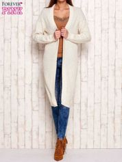 Beżowy długi dzianinowy sweter
