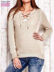 Beżowy dzianinowy sweter z wiązaniem