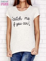 Beżowy t-shirt z napisem CATCH ME IF YOU CAN