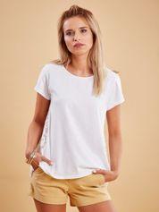Biała bluzka z koronkową wstawką na plecach