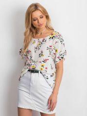Biała kwiatowa bluzka z falbanami na rękawach