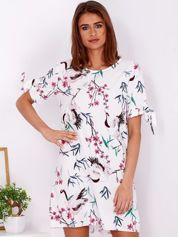 Biała kwiatowa sukienka o luźnym kroju