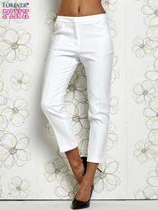 Białe spodnie cygaretki z wszytymi kieszeniami