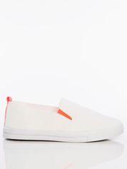 Białe wsuwane slip-ony z gumkami po bokach