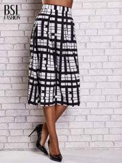 Biało-czarna spódnica maxi w kratę i geometryczne wzory