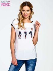 Biały t-shirt z nadrukiem modelki