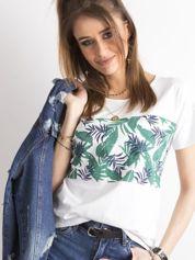 Biały t-shirt z nadrukiem tropikalnych liści