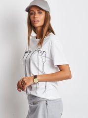 Biały t-shirt z wyszywanym napisem