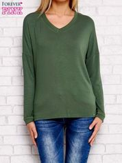 Bluzka oversize o nietoperzowym kroju zielona