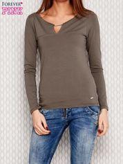 Bluzka z ozdobną beleczką przy dekolcie khaki