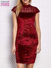 Bordowa welurowa sukienka z ażurowym dekoltem