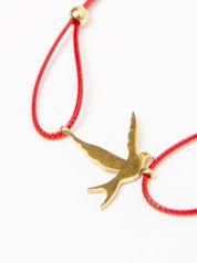 Bransoletka damska na czerwonym sznurku z celebrytką jaskółka pozłacana 14-karatowym złotem