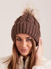 Brązowa czapka damska z pomponem