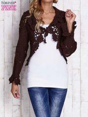 Brązowy sweter o szerokim splocie z wiązaniem